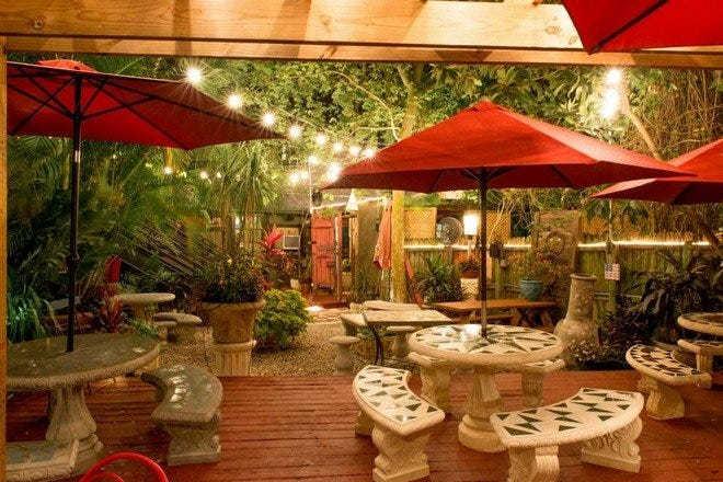 Yellow Dog Eats, outdoor restaurant in Orlando, outdoor dining Orlando, Yellow Dog Eats Orlando